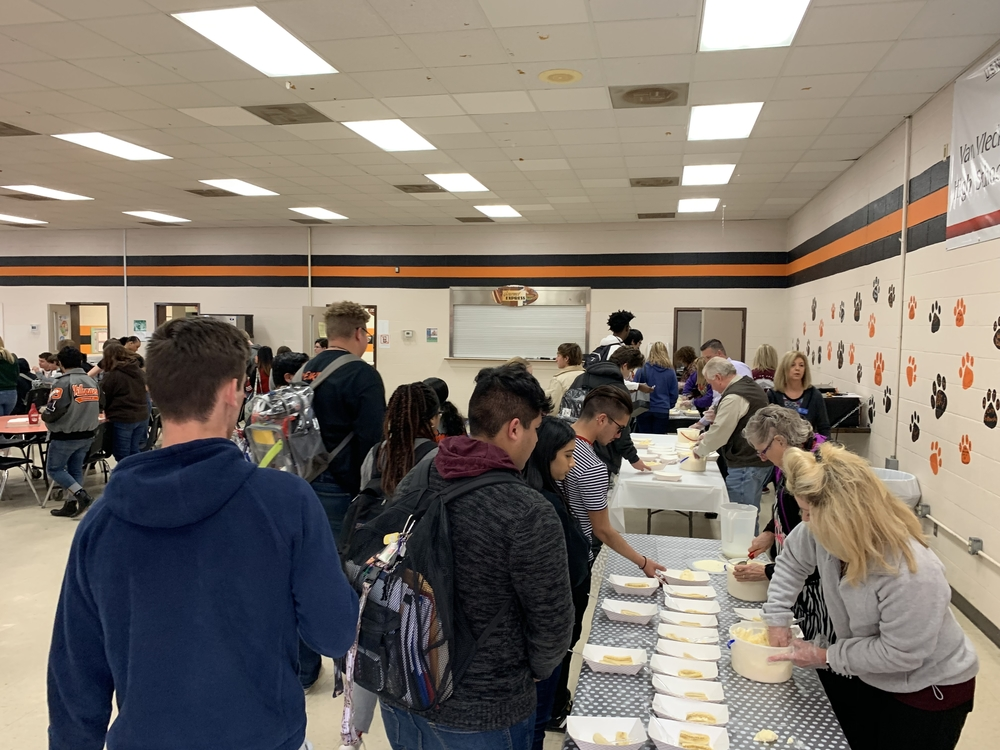 VVHS students enjoyed the 3rd Annual Bay City Chamber AB Honor Roll Recognition/Banana Split Social this week! Super job Leopards!